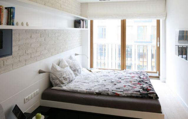 Lindo quarto feminino pequeno com varanda