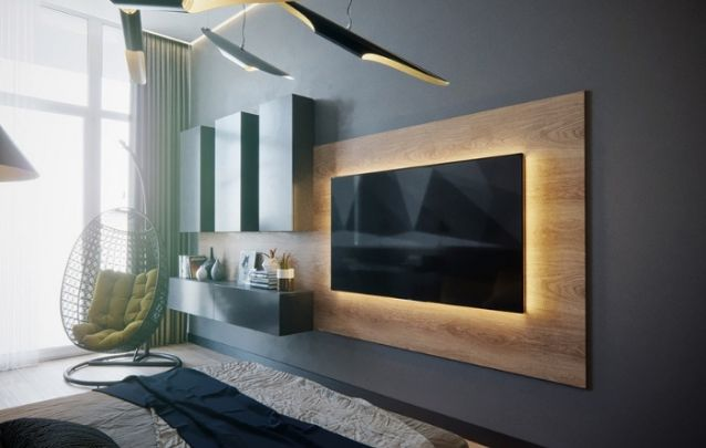 A iluminação na parte de trás da televisão traz destaque para o eletrônico, até mesmo quando este não está em uso, e os blocos de armários na lateral, além de agregar design, são ótimos para armazenamento extra, e para acomodar alguns objetos decorativos.