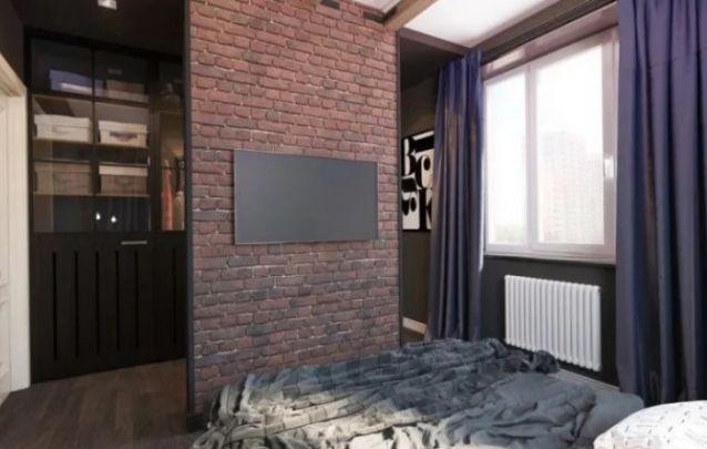Aqui o painel para tv planejado vem como uma espécie de separação entre a área de descanso e o closet de um quarto. Apesar da simplicidade da peça, ela cria impacto visual no design deste ambiente.