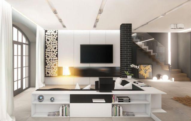 O painel de tv conta com uma lareira embutida, e também um belo espaço para armazenar a lenha, o qual além de funcional e prático, traz um caráter decorativo ao ambiente.