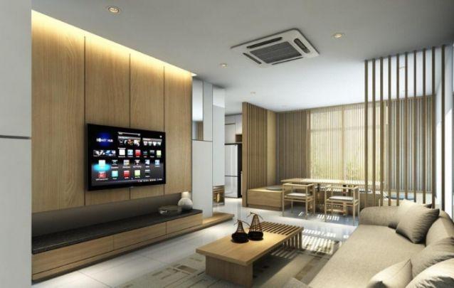 Uma sala minimalista pede um painel para tv clean. A faixa de luz embutida no teto acima do móvel, traz um toque atual, e deixa a decoração mais intimista. Além, claro, do belo design.