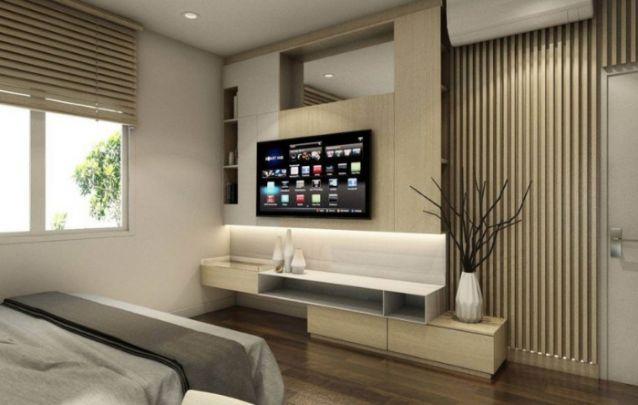 Você pode apostar em um painel para tv planejado com nichos em seu quarto, assim é possível acomodar alguns itens decorativos, bem como objetos de uso pessoal e diário.