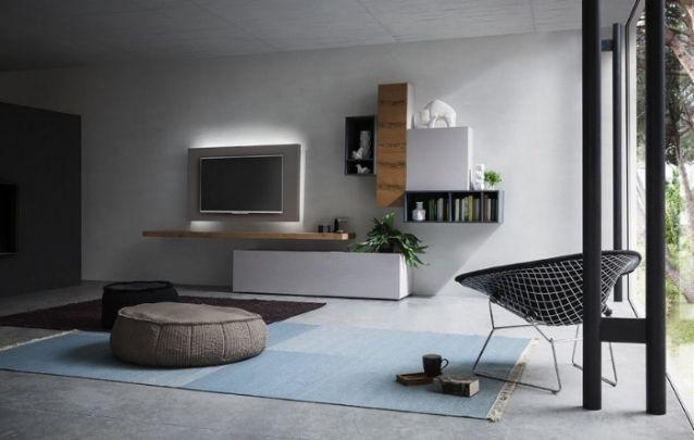Um painel para tv que pode até parecer simples, mas quando colocado junto de prateleiras, nichos e unidades de armazenamento, cria uma coleção de móveis admirável.