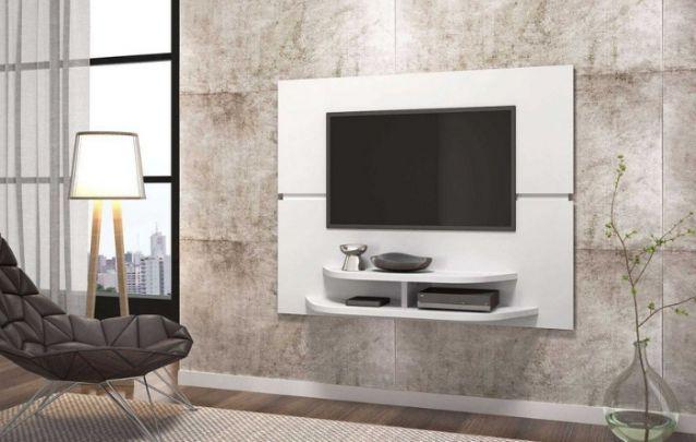 Um simples e moderno painel para tv, com um tamanho reduzido para não ocultar a beleza da parede. Deixando assim, todo o foco do ambiente voltado ao painel, sem dúvidas é o mais lindo.