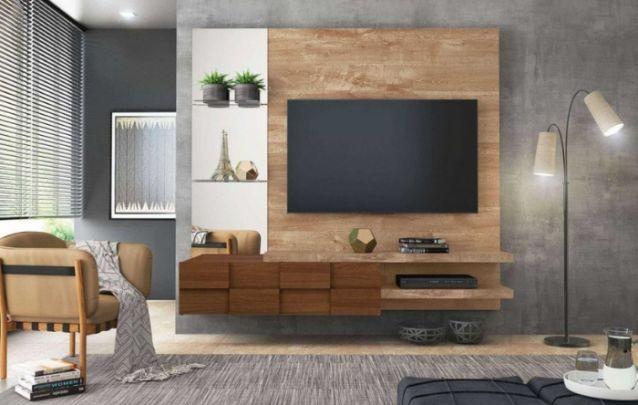 A unidade de armazenamento deste painel para tv possui um design moderno, e a ilusão de cubos de madeira, se torna o diferencial desta peça. Além de suas prateleiras em vidro.