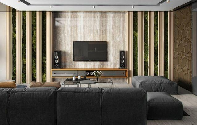 A parede viva e as faixas feitas com ripas de madeira, adicionam textura à parede ao redor do painel para tv. A beleza nesta sala de estar é realmente incrivel! Ouse na sua decoração!